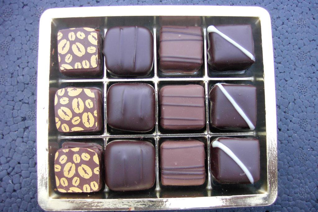 In questa foto abbiamo dei cioccolatini artigianali della linea sapori d'Italia